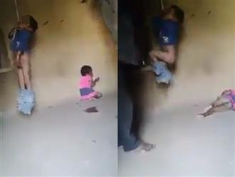 Clip: Bé trai bị treo cổ, lột quần đánh đập dã man khiến cộng đồng mạng phẫn nộ