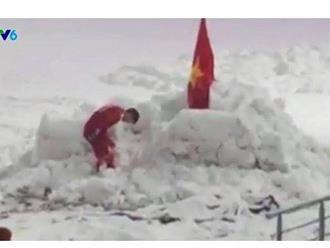 Duy Mạnh cắm cờ ở SVĐ Thường Châu: Chỉ cúi đầu trước Quốc kỳ Việt Nam
