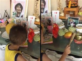 Clip: Em trai bé Nhật Linh gõ chuông trên bàn thờ gọi chị đi học khiến nhiều người rơi nước mắt