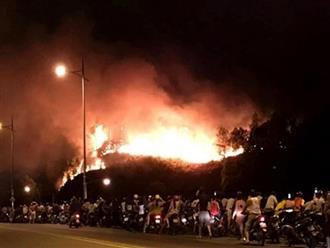 Hà Tĩnh: Gần 100 gia đình phải sơ tán do cháy rừng bùng phát trở lại