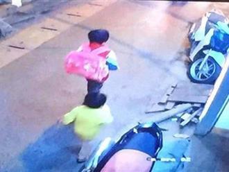Hà Nội: Bé trai 5 tuổi mất tích, trích xuất camera phát hiện đi cùng một bé gái trong xóm
