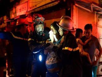 Hà Nội: Cháy khu tập thể A11 Nguyễn Quý Đức lúc nửa đêm, bà bầu và trẻ em được giải cứu an toàn