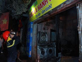 Hà Nội: Cháy lớn cửa hàng giặt là và sang chiết gas, nhiều tài sản bị thiêu rụi hoàn toàn