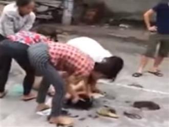 Hà Nội: Nghi bố ngoại tình, 2 con gái mang mắm tôm đi đánh ghen thay vì mẹ quá hiền
