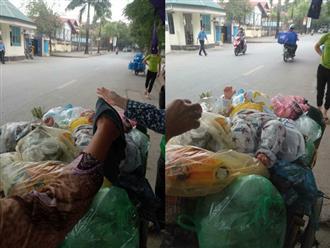 Hà Nội: Nữ công nhân môi trường hốt hoảng phát hiện bé trai sơ sinh còn sống, bị bỏ ngay trên đống rác trong thùng