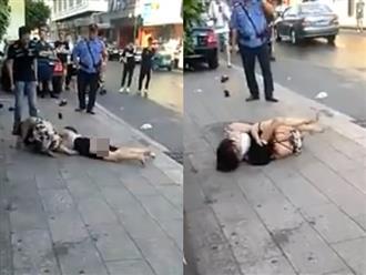 Clip hai cô gái đánh nhau, lột sạch đồ lót ngoài đường gây tranh cãi