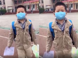 Hài hước cảnh bé trai khóc bù lu bù loa vì không nhớ lớp mình ở đâu sau kỳ nghỉ dịch