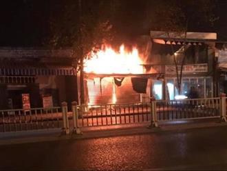 Tột cùng nỗi đau: Hai vợ chồng và con gái chết thảm trong đám cháy lúc rạng sáng