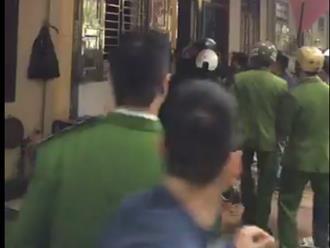 Thanh Hóa: Hàng chục chiến sỹ công an nổ súng, vây bắt kẻ ngáo đá cầm lưỡi lê uy hiếp người phụ nữ