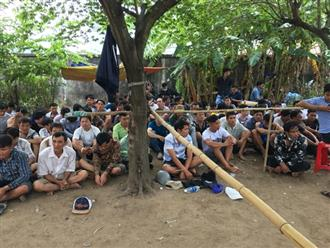 Hàng trăm Cảnh sát vây ráp trường gà trong bãi đất trống, bắt gần 150 con bạc ở vùng ven Sài Gòn