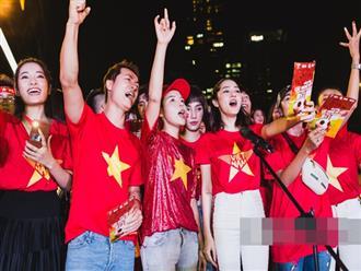 Hào hùng quá Việt Nam ơi, hàng trăm nghệ sĩ cùng cất vang tiếng hát cho trận bóng lịch sử