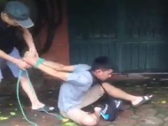Hà Nội: Hai người đàn ông trói tay, hành hung một thanh niên vì nghi trộm xe máy