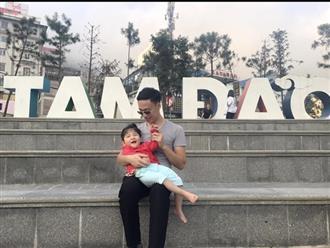 Hé lộ hình ảnh mới nhất của em bé Lào Cai suy dinh dưỡng: Chưa thể đi lại nhưng con vẫn cười rất tươi