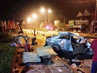 Clip: Khoảnh khắc xe khách lao tới tông ô tô khiến 3 người tử vong lúc rạng sáng tại Nghệ An