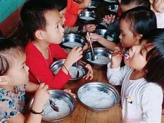 Hiệu trưởng trường mầm non cho trẻ ăn bữa phụ chỉ có miến trắng luộc bị đình chỉ