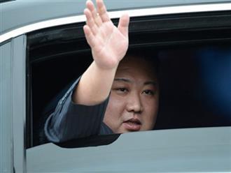 Hình ảnh Chủ tịch Kim Jong-un vẫy tay chào ở ga Đồng Đăng