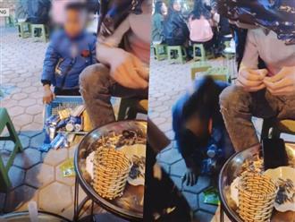 Hình ảnh gây tranh cãi nhất ngày: Bé trai bán hàng rong quỳ lạy, van xin khách mua hàng