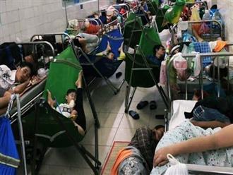Xót xa hình ảnh người lớn và trẻ em trải chiếu, mắc võng nằm chật kín hành lang bệnh viện ở Sài Gòn