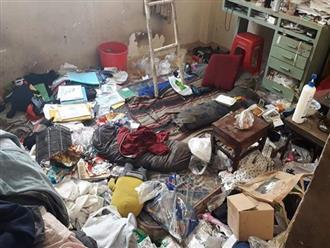 """Thợ bảo dưỡng điều hoà """"choáng váng"""" khi bước vào căn nhà siêu bẩn, tưởng đi lạc vào bãi rác với quần áo, chăn gối đổi màu """"cháo lòng"""""""