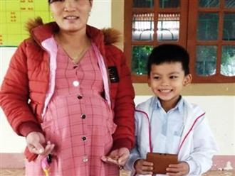 Học sinh lớp 3 nhặt được tiền và vàng, tìm người trả lại