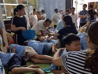 Hơn 200 học sinh tiểu học nhập viện nghi ngộ độc sau bữa ăn bán trú