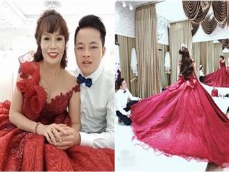 """Hưởng tuần trăng mật ở Đà Nẵng đúng đợt mưa bão, vợ chồng """"cô dâu 62 tuổi"""" tranh thủ chụp thêm bộ ảnh cưới làm kỉ niệm"""