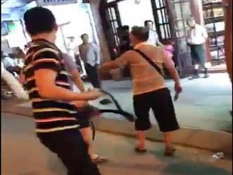 Khách Trung quốc hỗn chiến với nhân viên nhà hàng tại Nha Trang