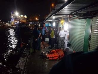 Khánh Hòa: Chìm tàu du lịch, 2 người chết