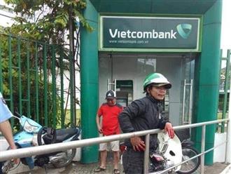 Khởi tố kẻ bôi ớt vào mặt người dân, cướp tiền tại ATM