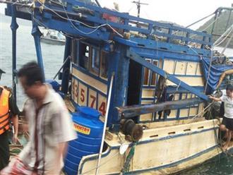 Nhóm ngư phủ khống chế kẻ giết người trên biển để đưa vào bờ