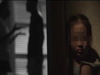 'Không có mẹ là điều đáng sợ nhất trên đời này', tâm sự đẫm nước mắt của cô gái có ba mẹ ly hôn