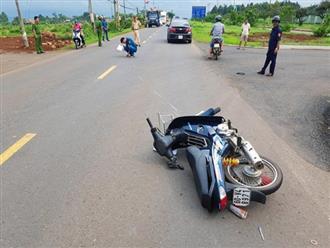 Lái xe máy không đội mũ bảo hiểm tông CSGT nứt xương chậu