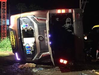 Kinh hoàng: Lật xe khách trong đêm, bé gái 2 tuổi và mẹ chết thương tâm, 17 người khác bị thương