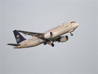 Máy bay phải quay lại vì hành khách quên con