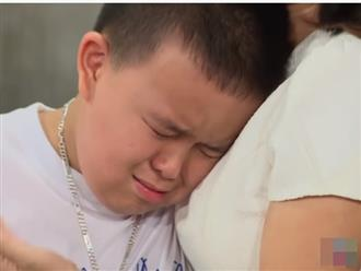 Mẹ bỏ đi 5 năm, bé trai 11 tuổi khóc mong bố tìm được vợ để có gia đình đầy đủ: 'Bố cố gắng lấy mẹ về cho con nhé'