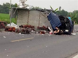 Mẹ gào khóc bên thi thể con trai sau tai nạn giao thông khiến nhiều người xót xa