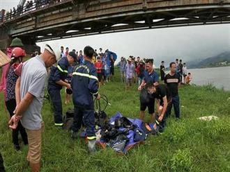 Chồng vừa mất cách đây 1 tháng, mẹ khóc ngất khi hay tin con trai tài xế tử vong vì nhảy xuống sông cứu người