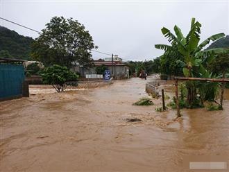 Mưa lũ khiến 1 người chết, hàng trăm ngôi nhà ở Sơn La bị ngập sâu