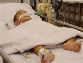 Con không nghe lời, cha bơm hơi vào hậu môn khiến con trai 2 tuổi bị thủng ruột, nhập viện cấp cứu