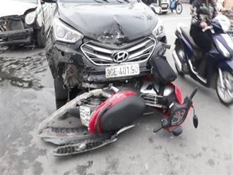 """Nạn nhân bàng hoàng kể lại vụ ô tô đâm hàng loạt xe đang dừng đèn đỏ ở Hà Nội: """"May là tôi bị húc văng lên chứ không bị cuốn vào gầm xe..."""""""