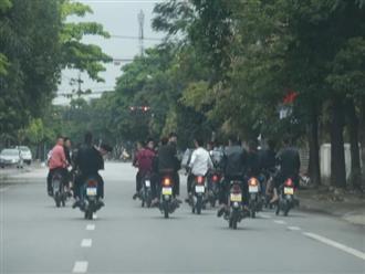 Nghệ An: Mặc lệnh cách ly xã hội, nhóm nam nữ vẫn tụ tập, đi xe máy dàn hàng ngang, lạng lách