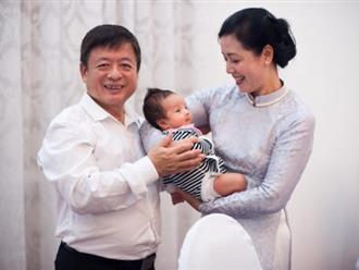 Dù đã lên chức ông bà, nghệ sĩ Chiều Xuân và Đỗ Hồng Quân vẫn cực tình cảm đến bất ngờ