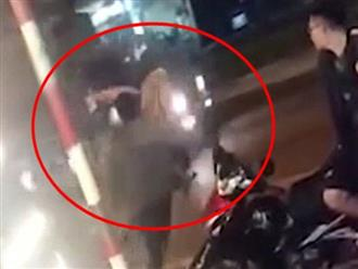 Bị bố mẹ cấm yêu đàn ông có vợ, cô gái lao vào ô tô định tự tử: 'Con yêu nó mà mẹ cứ ngăn cản'