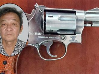 Nghi công nhân dùng bùa ngải, ông chủ dí súng vào đầu dọa bắn