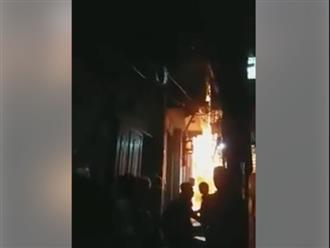 Mâu thuẫn với vợ, người đàn ông dùng xăng đốt nhà khiến bé trai 6 tuổi bị thương nặng