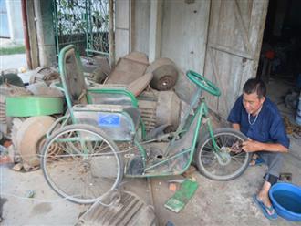 Người đàn ông liệt 2 chân chế xe cho người khuyết tật