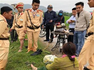 Ngã xuống mương nước, người phụ nữ được 4 chiến sỹ CSGT cứu sống