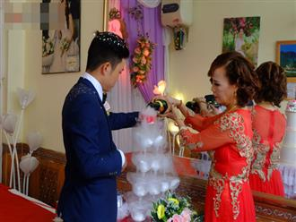 Xuất hiện người phụ nữ đến gây rối và chửi bới trong đám cưới của cô dâu 62 và chú rể 26 tuổi, người trong cuộc lên tiếng