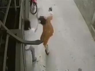 Người vợ trong clip bị chồng giật ngược tóc lên tiếng: Thường xuyên bị đánh đập, con nhỏ ngất lịm khi ngã xuống đất
