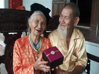"""Ngưỡng mộ tình yêu """"ông bà anh"""" qua 70 mùa hoa nở ở Nghệ An: Ngày kỷ niệm hay lễ lộc gì cũng phải có quà cho vợ!"""